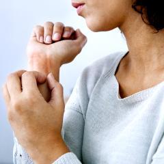 Psoriasis et alimentation : vers une solution en termes de supplémentation ?